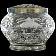 The Specialist in Manufacturing and Supplying Handmade Crystal Ware
